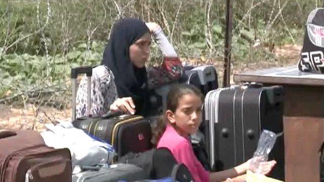 فلسطينيون في انتظار المغادرة عبر معبر رفح