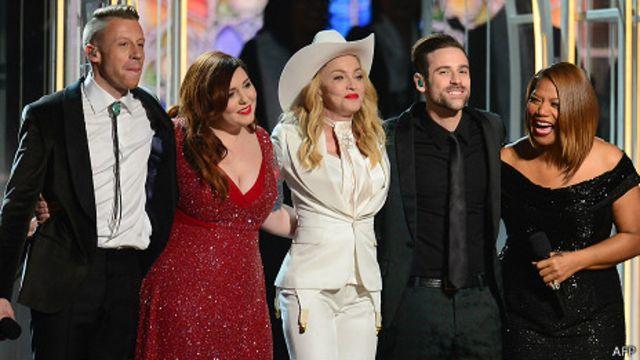 Boda multitudinaria en los Grammy a favor del matrimonio homosexual