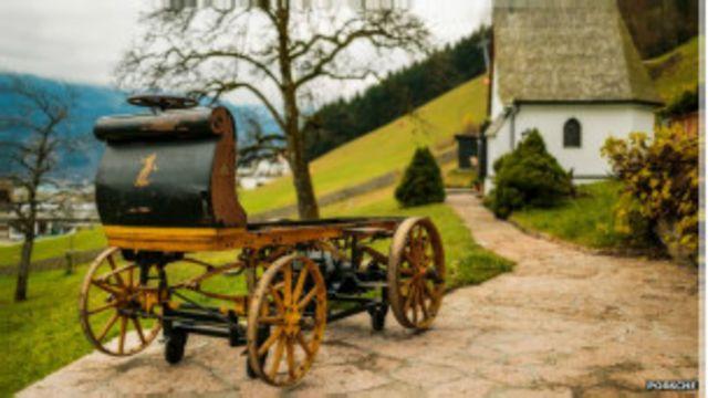 """مؤسس """"بورش"""" صنع أول سيارة كهربائية في عام 1898"""