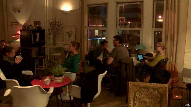 Café em Londres tem comida grátis, mas cobra pelo tempo