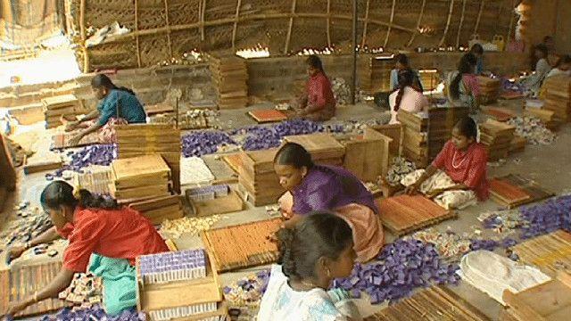 اطفال من الهند في ورشة عمل