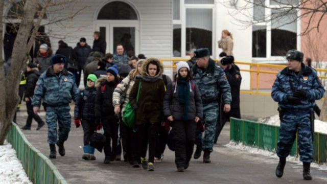 Старшеклассник в Москве застрелил учителя и полицейского