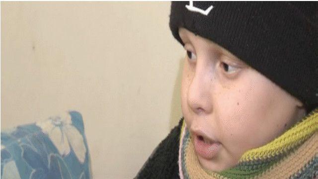 فلسطيني يعاني من مرض السرطان