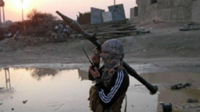 """أزمة الأنبار: طارق الهاشمي نائب الرئيس العراقي السابق يحمل """"سياسات المالكي الظالمة"""" المسؤولية"""