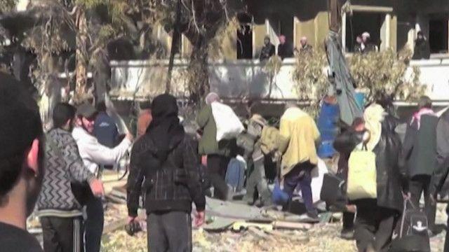 مجموعة من سكان حمص يتم اخلائهم