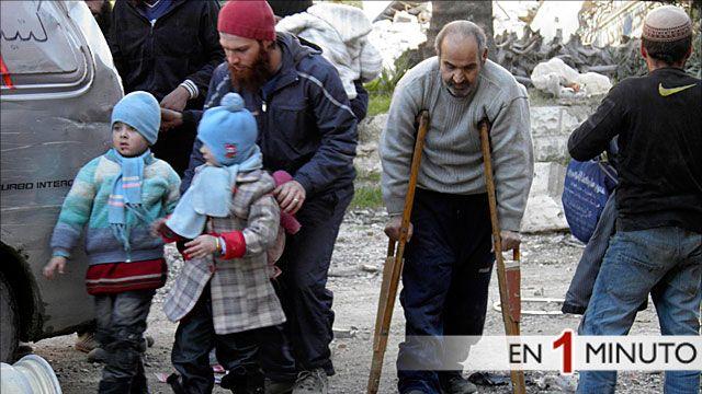 Habitantes de Homs siendo evacuados