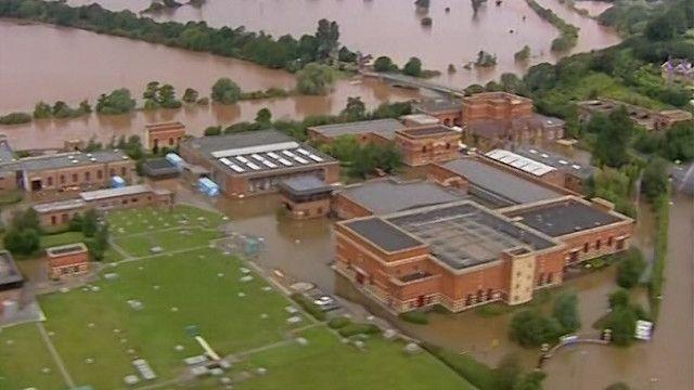 احدى المناطق المتضررة من الفياضنات في انجلترا