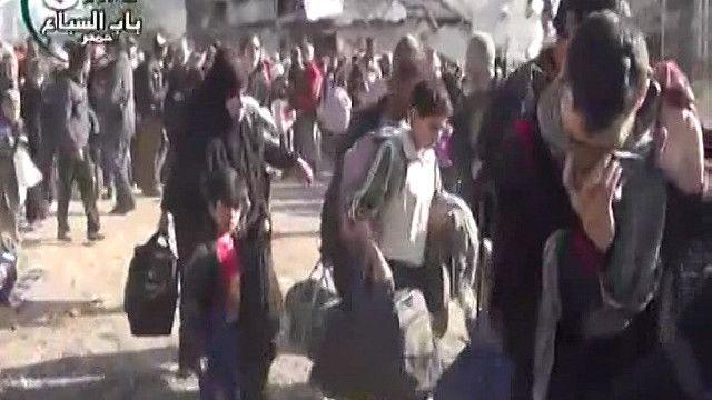 خروج المدنيين من وسط مدينة حمص المحاصرة