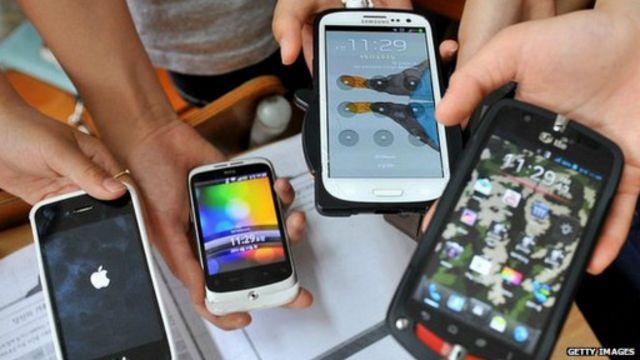 الآباء لا يدركون المخاطر التي تواجه الاطفال عند استخدام الهواتف الذكية