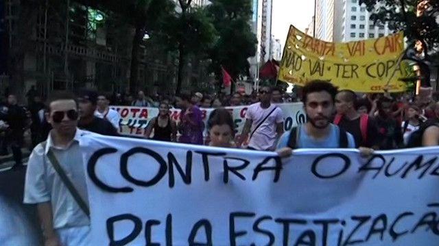 تظاهرات احتجاجا على  زيارة أسعار وسائل النقل في البرازيل