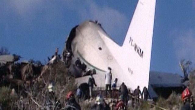الطائرة كانت تحمل عسكريين وعائلاتهم