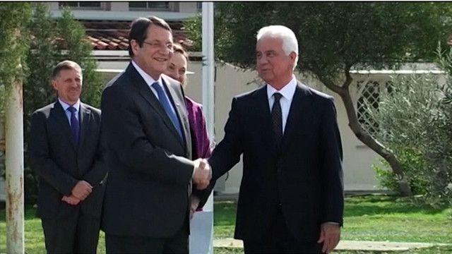 القبارصة الأتراك واليونانيون يبحثون إعادة توحيد الجزيرة