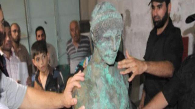 تمثال أبولو في غزة