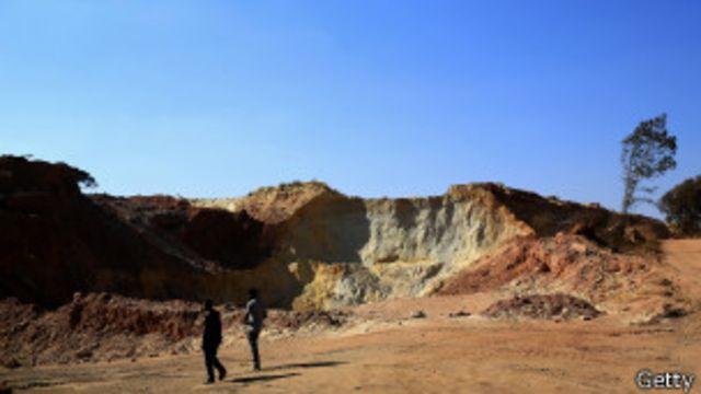 Sudáfrica: decenas de atrapados en mina abandonada