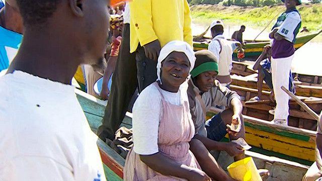 صيادون في احدى القرى الكينية