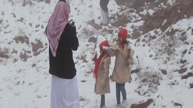 الثلوج في منطقة تبوك بالسعودية
