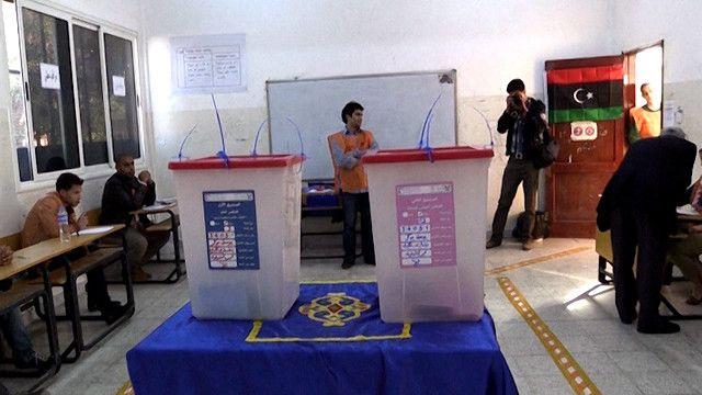 غرفة اقتراع في ليبيا