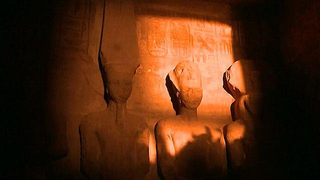 ظاهرة تعامد الشمس على وجه تمثال رمسيس الثاني