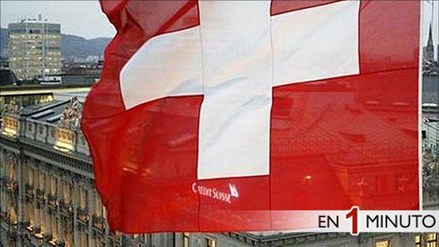 Bandera de Suiza ondeando en uno de sus bancos