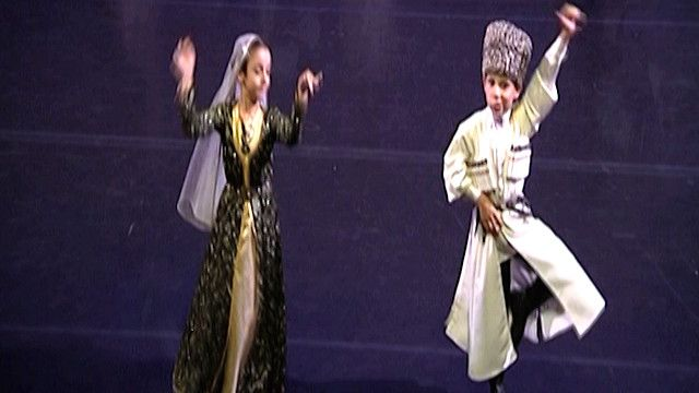 راقصان من الشيشان