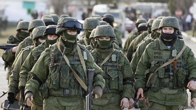 روسيا تحكم قبضتها العسكرية على منطقة القرم