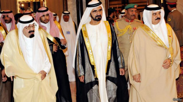 """سحب سفراء الخليج من قطر وحملة """"عالجونا"""" في مصر والعريفي يهاجم """"الأنستغرام"""""""