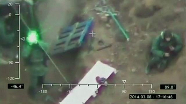Imagens de segurança da Ucrânia mostram supostas tropas russas na Crimeia (BBC)