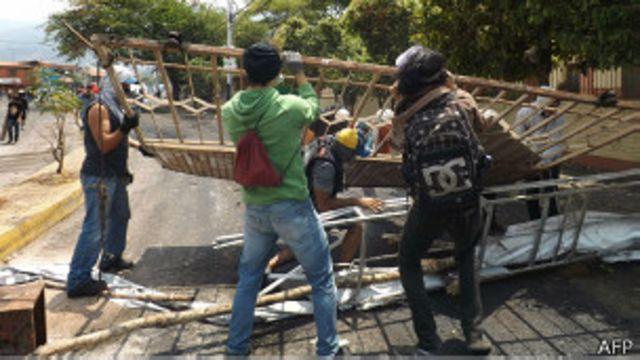 Venezuela: dos miembros de la Guardia Nacional heridos en protestas