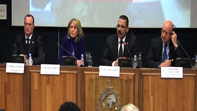 مؤتمر صحفي لمسؤولون من الانتربول