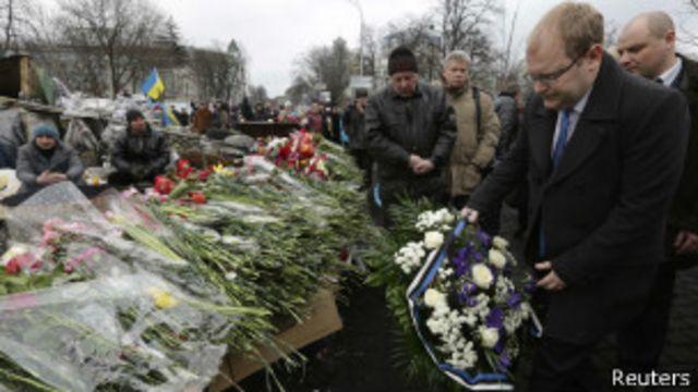 Власти Украины молчат о расстреле на Институтской