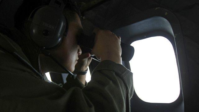 Pencarian pesawat Malaysia Airlines yang hilang tetap dilakukan di Selat Malaka.