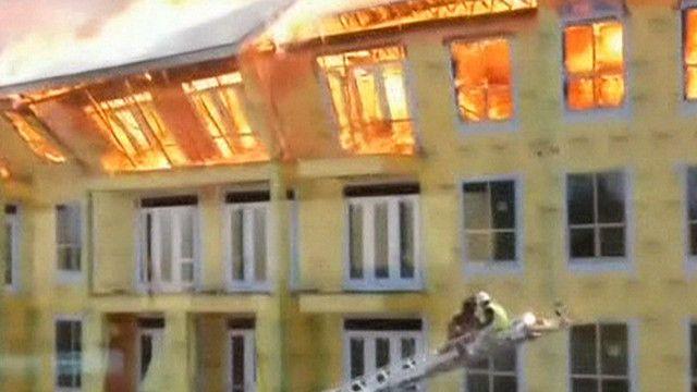 Prédio em Houston atingido por incêndio (BBC)