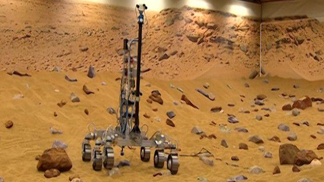 آلية داخل نموذج لسطح المريخ