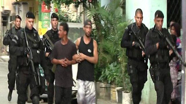 قوات امن برازيلية تعتقل شابان