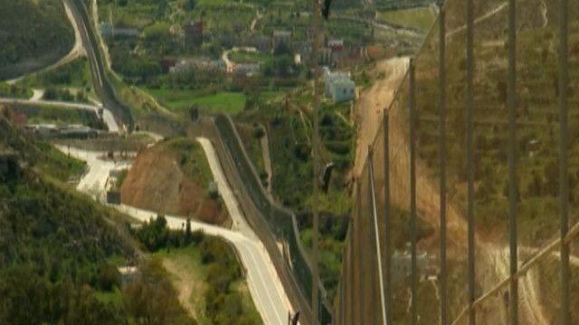 جدار حدودي بين المغرب وإسبانيا