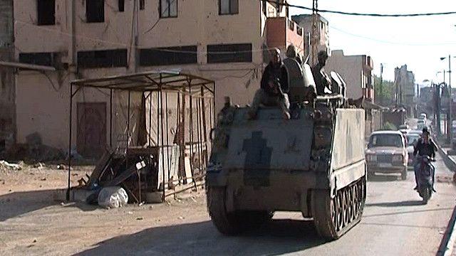 الية عسكرية في احد شوارع طرابلس اللبنانية