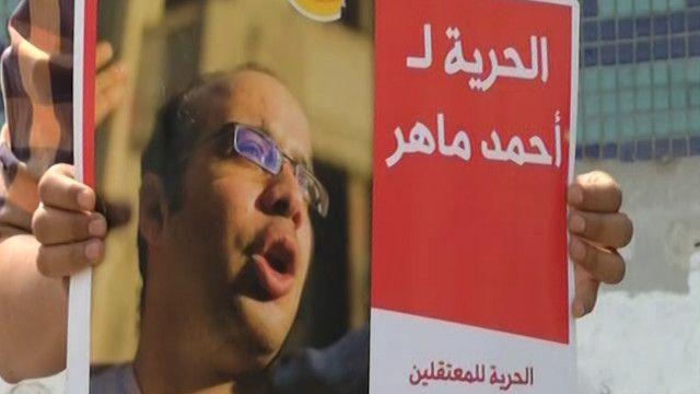 محتجون على سجن ثلاث ناشطين بينهم أحمد ماهر
