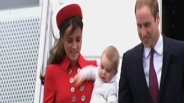 الامير وليام ودوقة كامبريج كيت مديلتون وابنهما الامير جورج