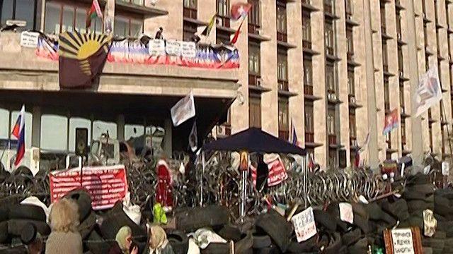 نشطاء موالين لروسيا يستولوا على بعض المباني الحكومية