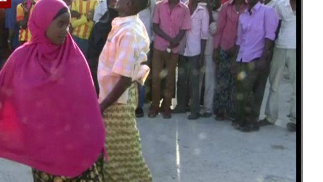 صومالیہ کے لوگ ڈانس کرتے ہوئے