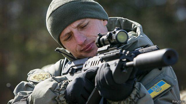 أوكرانيا تبدأ عملية لاسترجاع مقر الشرطة في مدينة سلافيانسك