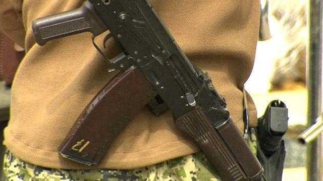 Вооруженный человек в Славянске