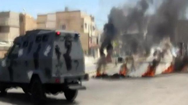 اطارات مشتعلة في احد شوارع عمان في الأردن