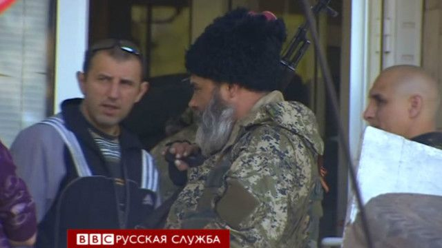 Луганск, вооруженный мужчина