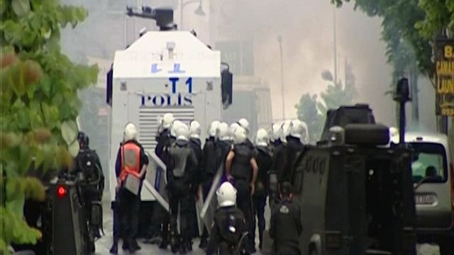 الشرطة التركية تفرق مظاهرة في تقسيم