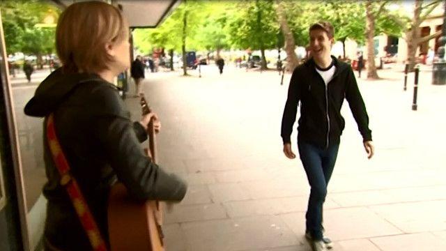 Luke Cameron quer inspirar mais gentilezas no dia a dia (BBC)