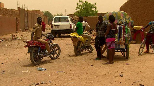 Prostituição em Agadez, no Níger. Foto: BBC/ reprodução de vídeo