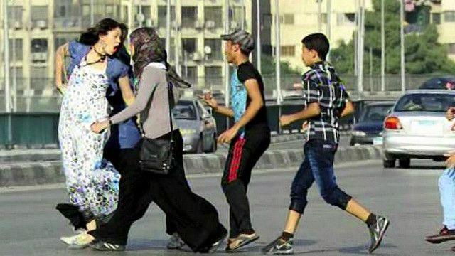 شباب وفتيات مصريون