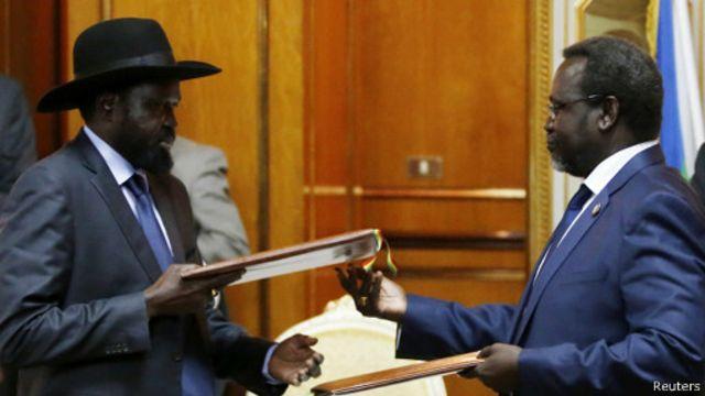 الصراع في جنوب السودان: ميارديت ومشار يوقعان اتفاق سلام يمهد لحكومة انتقالية ودستور جديد