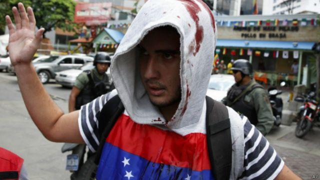 """La oposición venezolana da por """"congelado"""" el diálogo con el gobierno"""